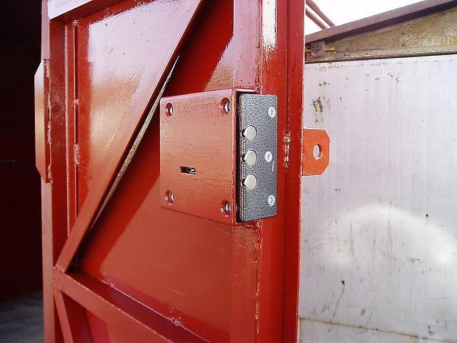Как открыть замок в гаражных воротах