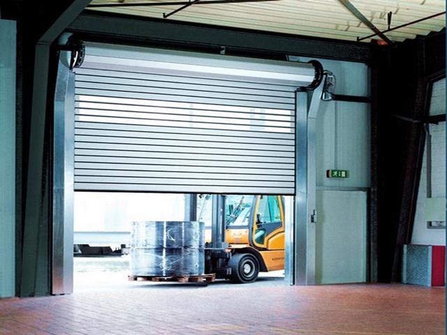 Рулонные автоматические гаражные ворота фото