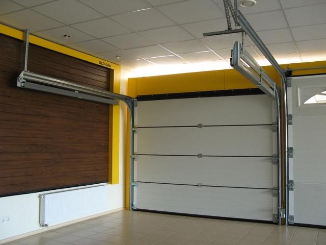 секционные гаражные ворота фото