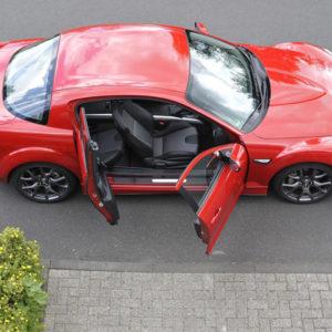 Mazda RX-8 Двухдверный и четырехместный автомобиль